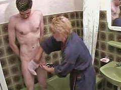 Blonde Mature Hottie Seduced A Young Boy In The Shower Upornia Com